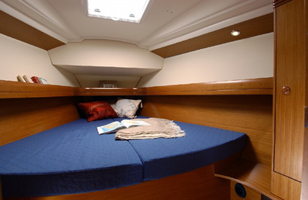 rent_boat_bareboat_vacation_sail_to_Cyclades