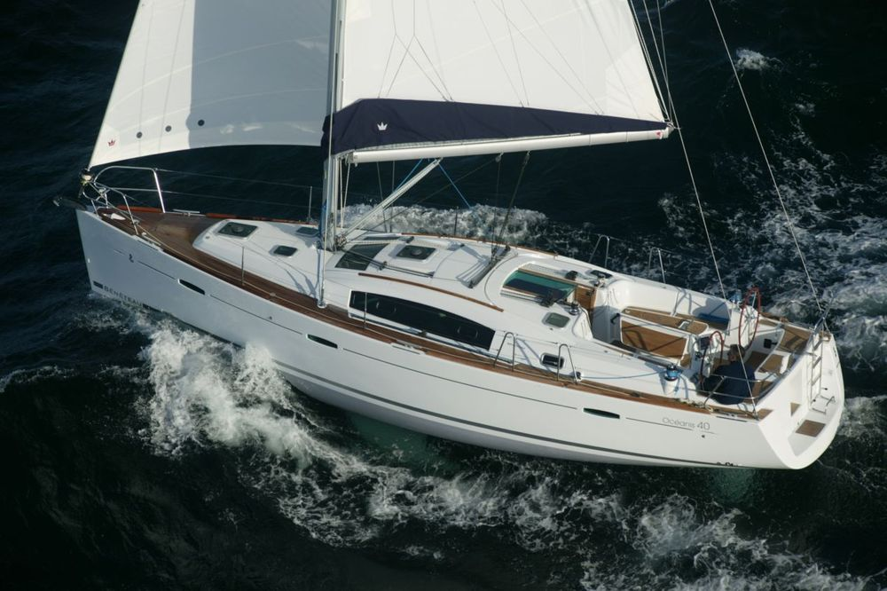 Beneteau_Oceanis_40_sail_boat_hire_charter_in_Greece