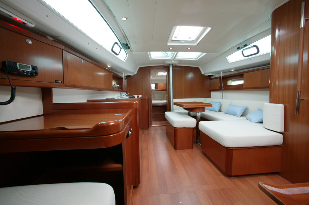 Beneteau_Oceanis_40_sail_yacht_rent_charter_in_Greece_saloon