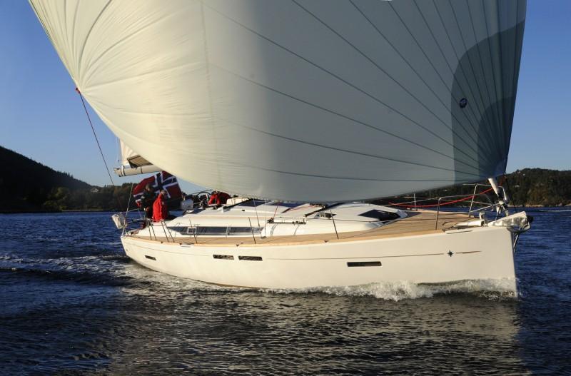 sailing_3_cabins_boat