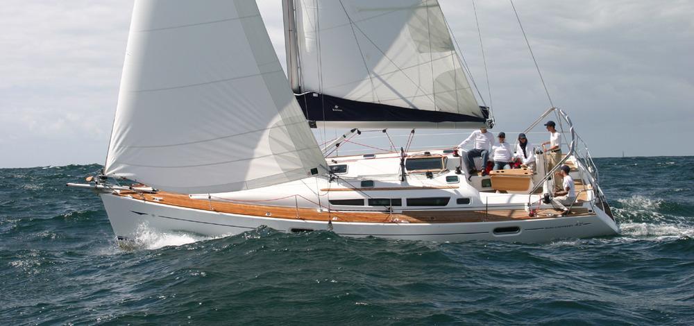 enjoy_vacation_sail_to_Santorini
