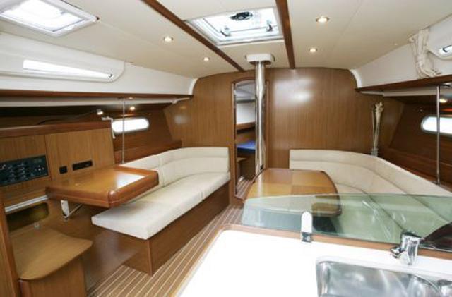 Salon_42i_sailing_Ionian_islands_3_cabins_boat
