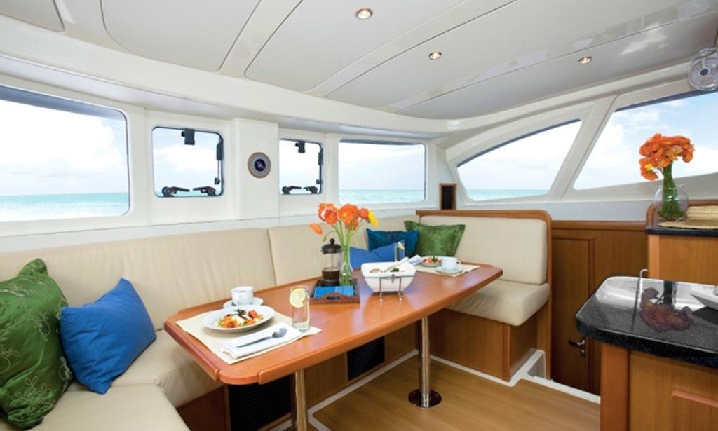 leopard -385-catamaran