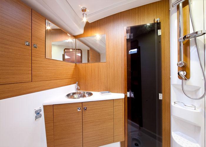 Jeanneau 53 Bathroom