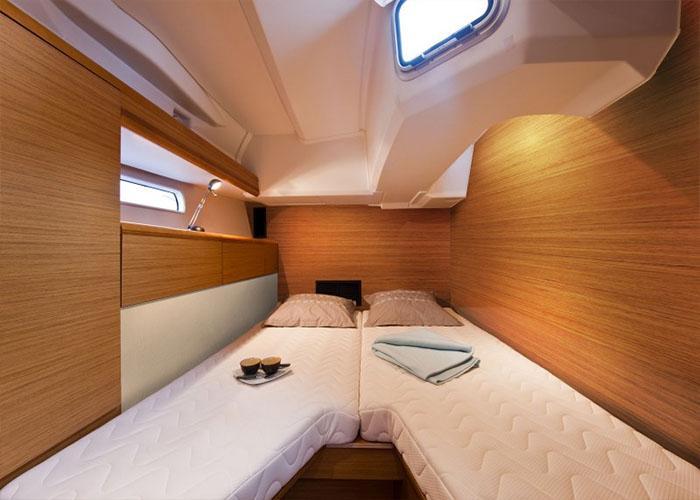 Jeanneau 52 Cabin 1