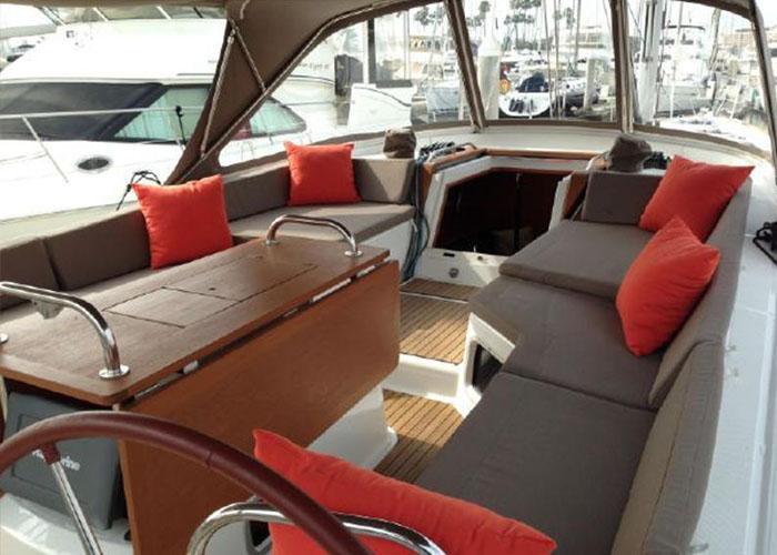 Jeanneau 53 Cockpit