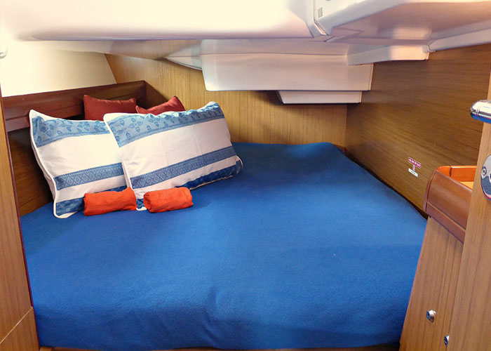 Sun Odyssey 39i Cabin 2